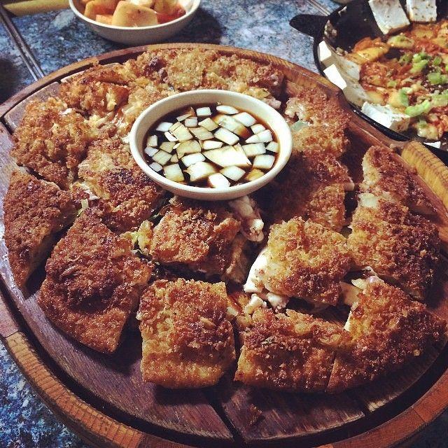 http://ift.tt/1uEf8RG 무엇: 김치전 어디: 낙서파전 서울 동대문구 휘경동 319-40 가격: 8000 원 What: Kimchi Pancake (Kimchijeon) Where: Nagseopajeon 319-40 Hwigyeong-dong Dongdaemun-gu Seoul Price: 8000 KRW Photo by: @ahyeon00 태그 #food_korea 로 특집 할수 있어요. 추가로 다음 정보는 알려 주세요: 음식 이름 식당 이름 가격 주소 Tag #food_korea to be featured. Add what where and price 페이스북에서 공유 원하시는 사진은 페이스북메시지로 보내주세요 Facebook message us your food photos to be featured on FB http://ift.tt/1AcDDbT by food_korea