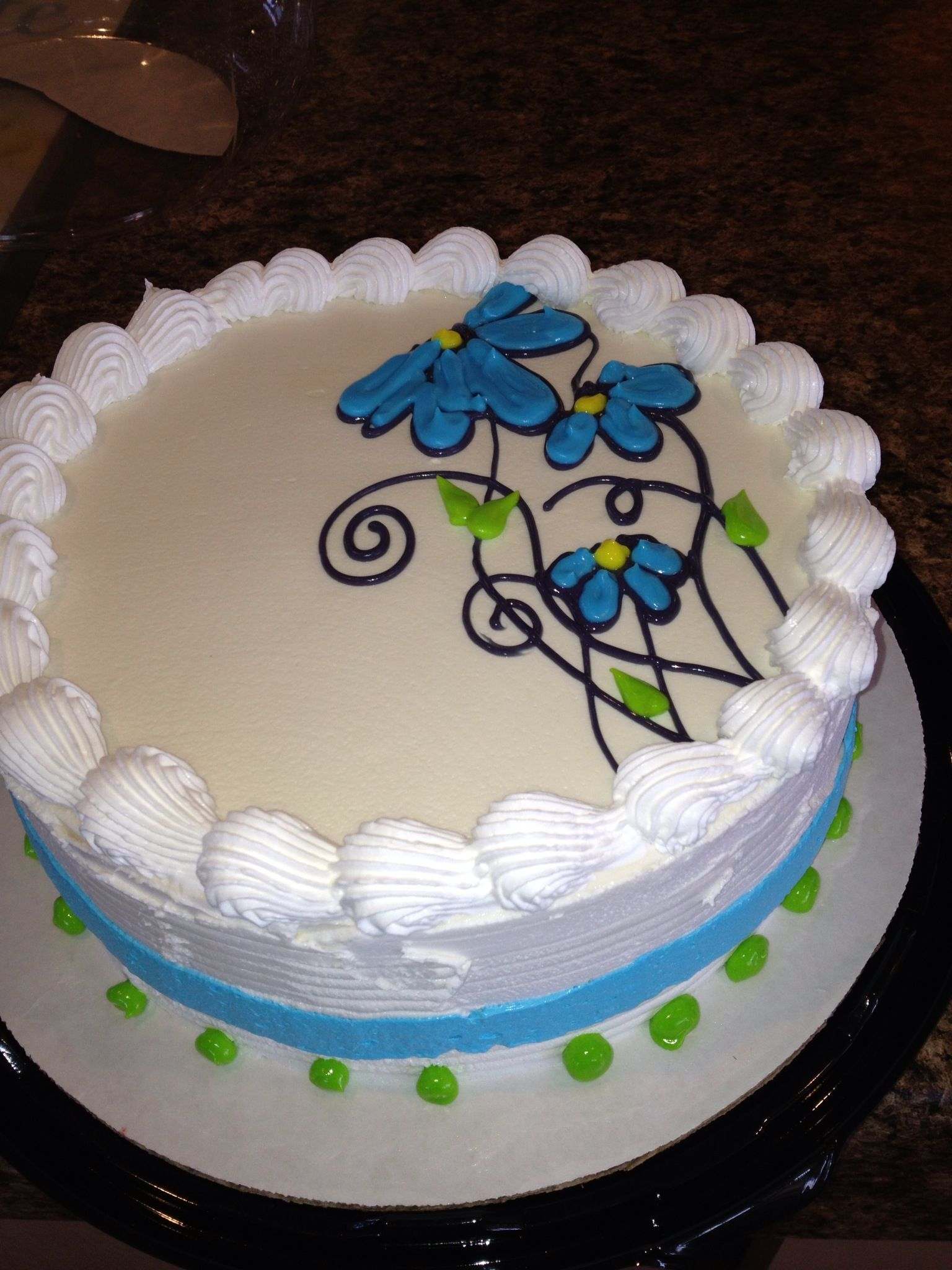Dq cakes...Dairy Queen. Cute simple freehand flowers ...