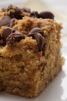 peanut butter chocolate chip cake..... pb+chocolate= match made in sweet heaven, recipe from chefs.com