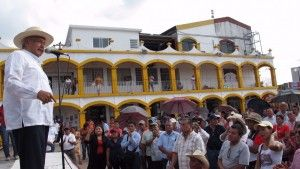 Durante su tercer día de gira por Tabasco,Andrés Manuel López Obrador, insistió en que ha fracasado la política de desarrollo social, aseguró que hay cada vez más pobreza, como lo muestra la última evaluación del Consejo Nacional de Evaluación de la política de Desarrollo Social (Coneval), que muestra cómo uno de cada dos […]