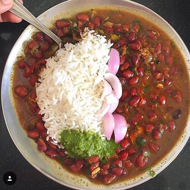 Rajma Chawal with some green chutney and pyaz ! #comfortfood #wednesday ! . . . . . . . #foodporn #foodgasm #foodblogger #foodies #foodblog #foodlover #rajmachawal #northindianfood #mumbaifoodie #mumbaifoodlovers #mumbaifoodblogger #eeeeeats #nomnom #streetfood #thekitchn #instafood #instalike #homemade #indianfood #indianfoodie #indianfoodbloggers #punjabifood #streetfoodlover #foodphotography #picoftheday #foodphotographer #gharkakhana