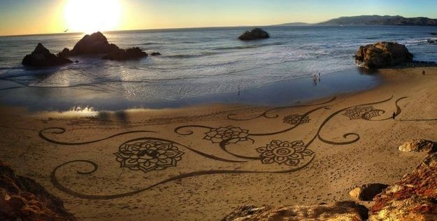 This California Artist Uses A Rake To Create Murals In Beach Sand And They Re
