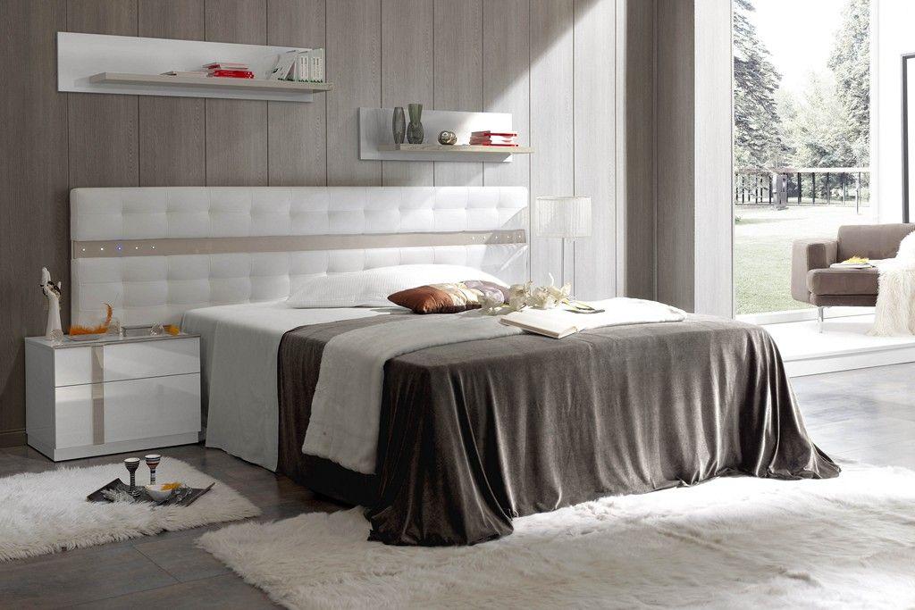 Dormitorio de matrimonio compuesto por cabecero tapizado - Cabeceros con luz ...