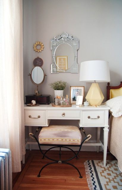 Nice option if you don't like matchy-matchy bedside tables ...