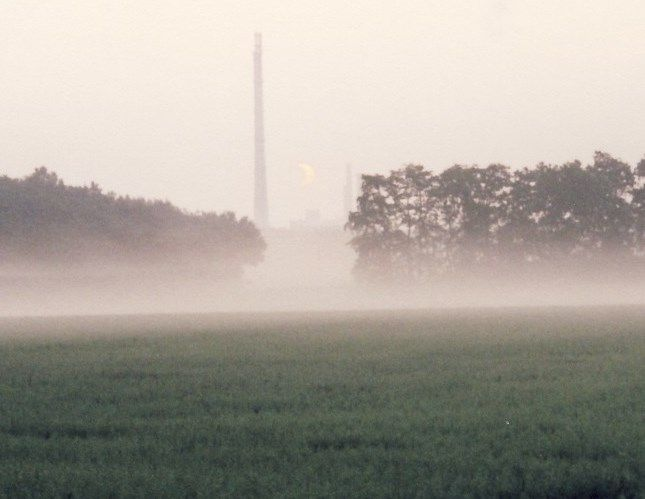Sonnenfinsternis am Morgen, 2003 - Hackenbroich - Foto: S. Hopp