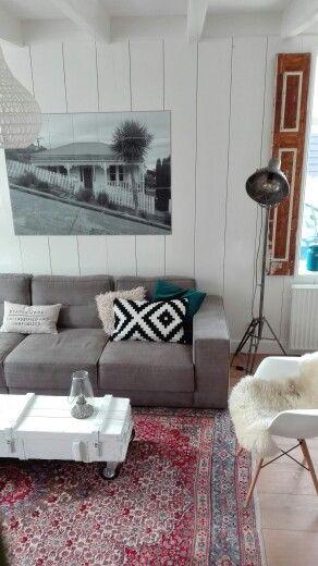 Woonkamer met Perzisch tapijt en een legerkist als salontafel ...