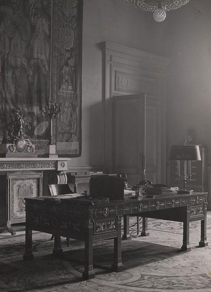 palais du louvre aile richelieu cabinet du ministre bureau empire tapisseries des gobelins. Black Bedroom Furniture Sets. Home Design Ideas