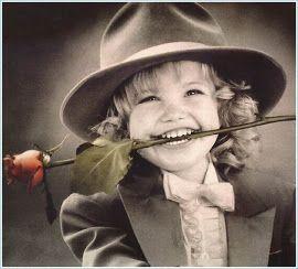 No solo te regalo mi compañia.esta bella flor es para ti.En símbolo de nuestra magnífica Amistad.   Stel:-)