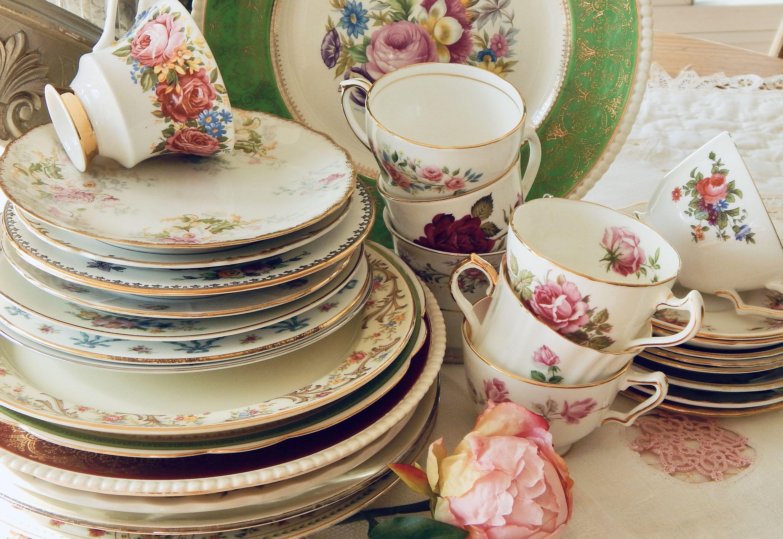 Mismatched Dinnerware Set 16 Pc Vintage China Plates Teacups