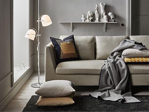 SVIRVEL Standleuchte mit 2 Schirmen in Weiß in einem Wohnzimmer - wohnzimmer schwarz gelb