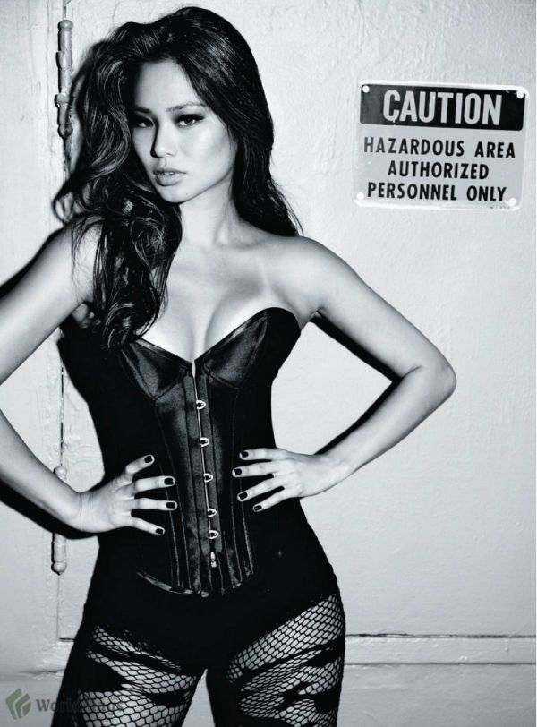 Squeeze In! The Corset Lingerie Trends Jamie Chung  5f0f55956
