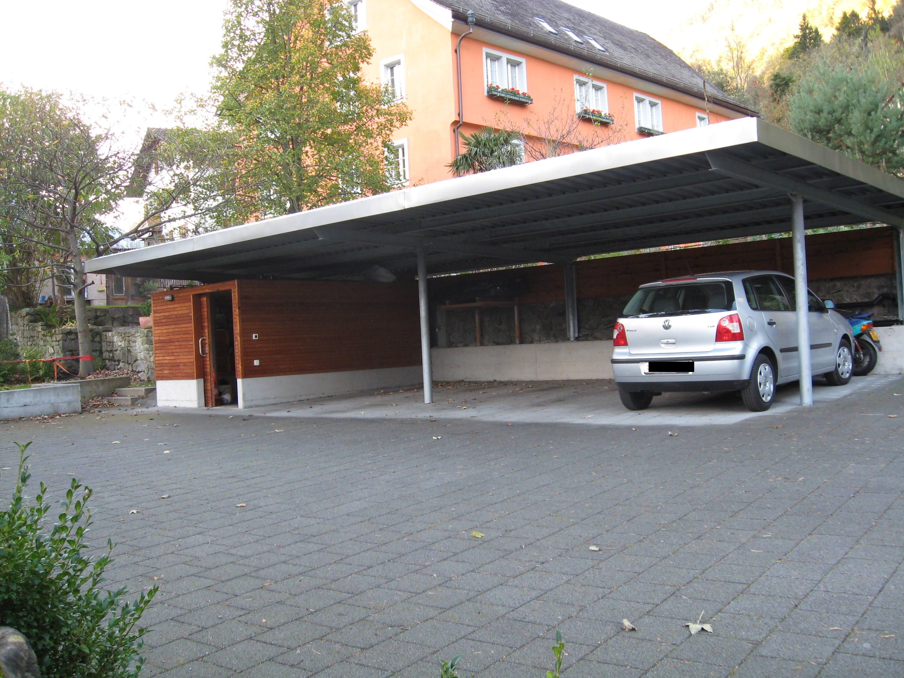flachdach carport 6 geneigt aus stahl f r 4 autos mit grossen ger teschuppen fahrradschuppen. Black Bedroom Furniture Sets. Home Design Ideas