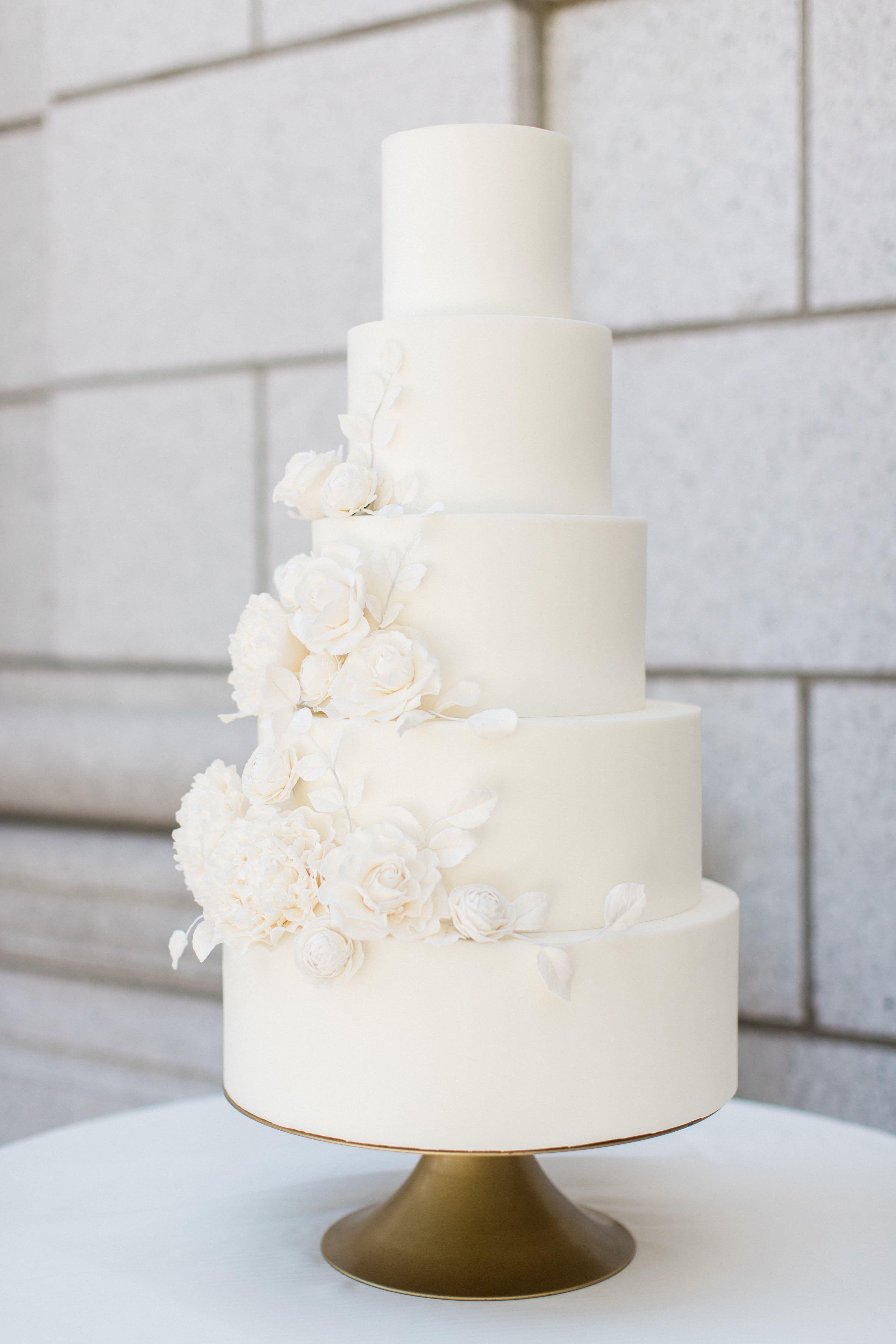 White Sugar Flower Wedding Cake Classic Wedding Cake Timeless Wedding Cake Flo Sugar Flower Wedding Cake Classic Wedding Cake Wedding Cakes With Cupcakes