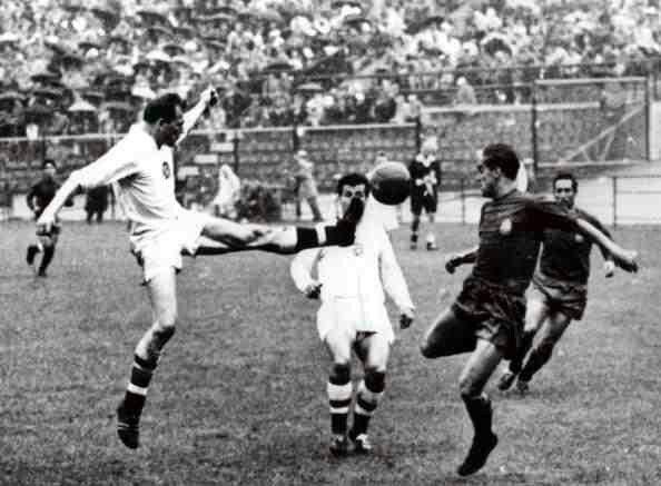 Czechoslovakia 1 Spain 0 in 1962 in Vina del Mar. Svatoplk Pluskal ...