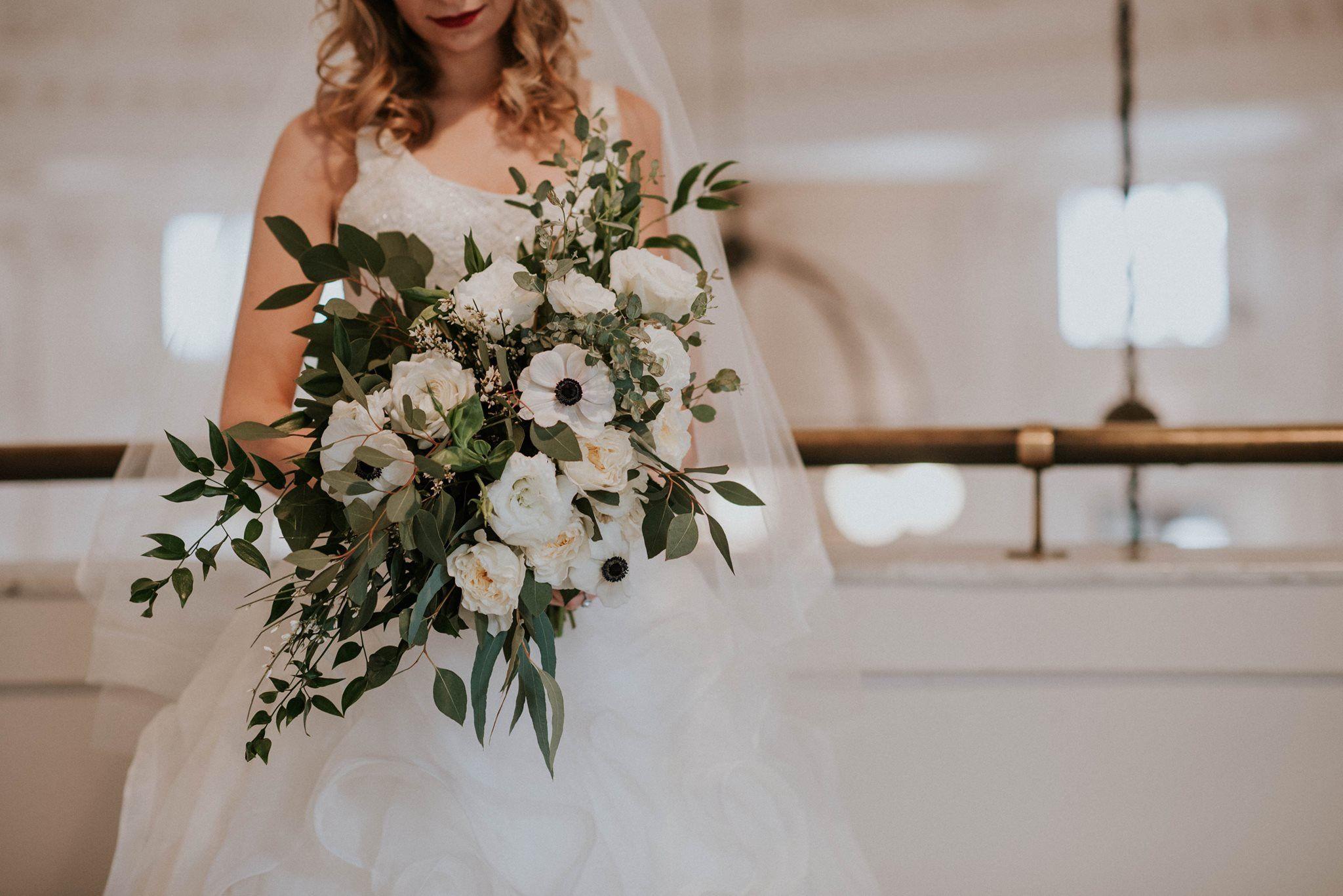 Bridal Bouquet With Silver Dollar Gunni Willow Eucalyptus