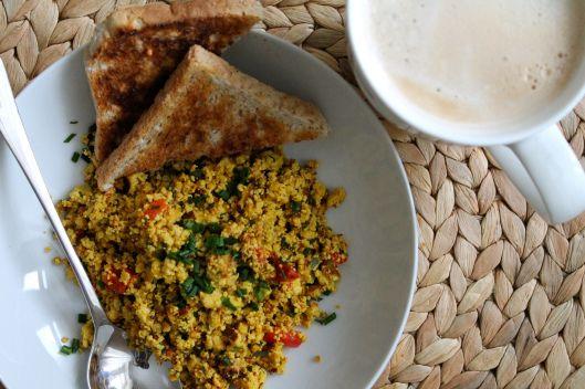 Rührtofu zum Frühstück wie bei Juli, das wäre nicht nur mittwochs wundervoll!