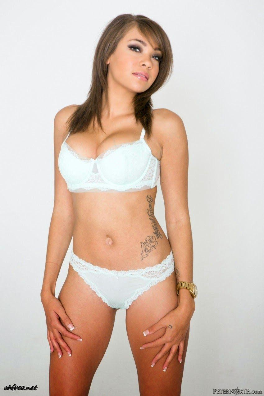 Cassidy Banks Nude Photos 41