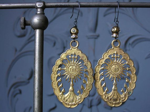 IHS earrings sur Etsy, 102,08€