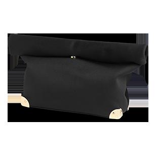 Väska med guldfärgade detaljer nertill. Fodrad med två fickor. Väskan stängs genom att vika ner överdelen och fästa med magnetknapp. Mått 42x22 cm.