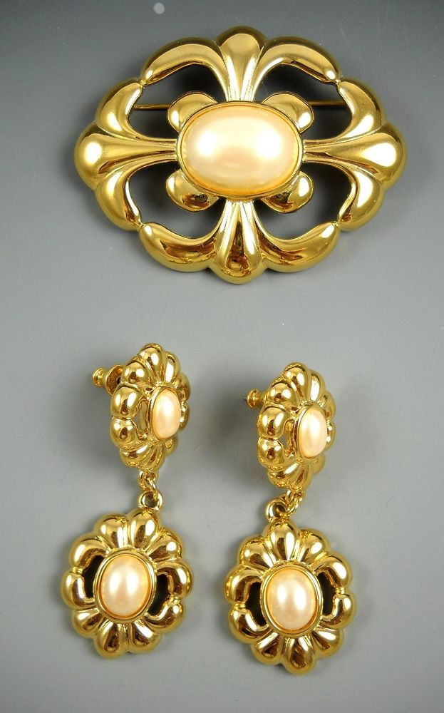 Collectible Costume Jewelry Monet Gold Tone Set Of Pierced Earrings And Brooch