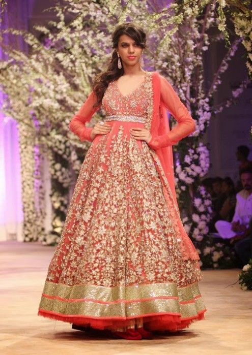 Beautiful Bridal Wedding Dress Show At India