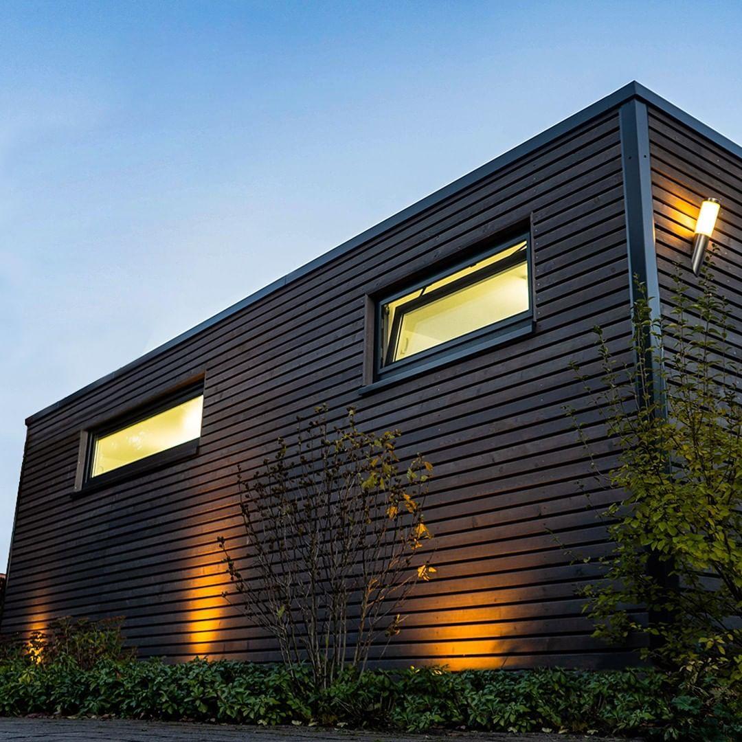 Turn All The Lights On Die Passende Beleuchtung Lasst Deinen Holzrahmenbau In Ganz Besonderem Licht Erstrahlen Und S Gartenhaus Holzrahmenbau Garten Design