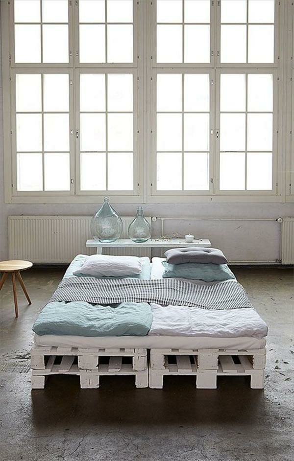 europaletten bett selber bauen 30 ideen f r kosteng nstige diy m bel in ihrem schlafzimmer. Black Bedroom Furniture Sets. Home Design Ideas