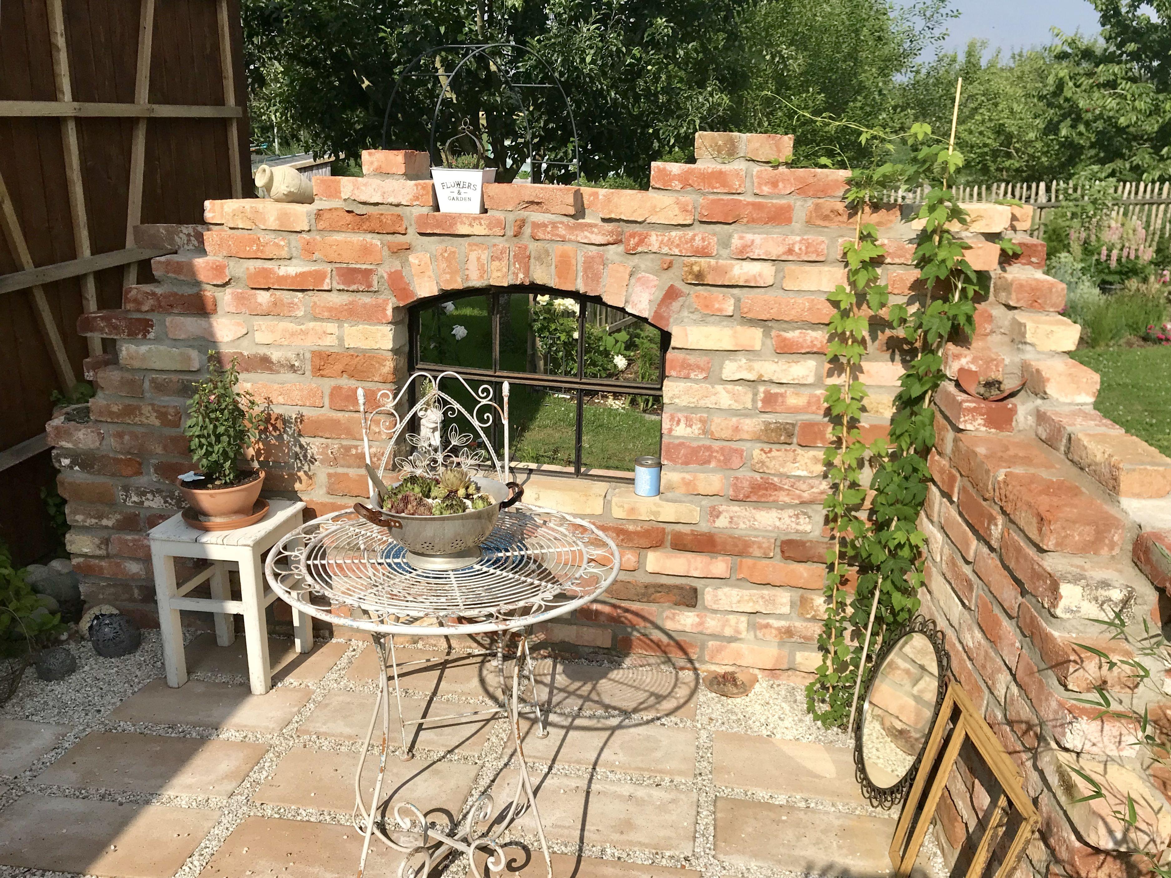 Ruinenmauer Im Garten Aus Backsteinen Selbst Gebaut
