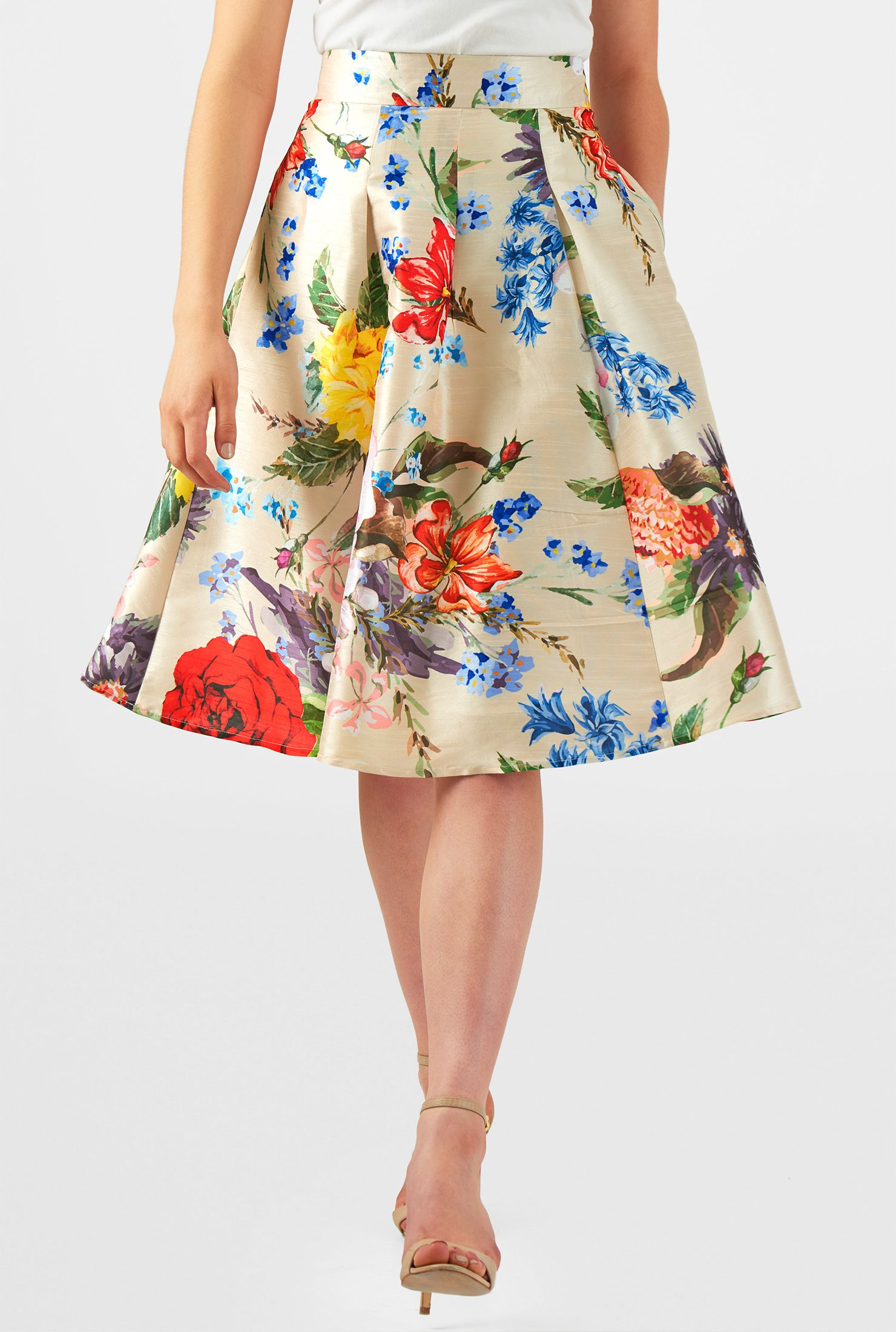 1c53957c51 A floral print brings season-spanning festivity to our stitched-down wide  box-pleat skirt finished with practical side seam pockets.