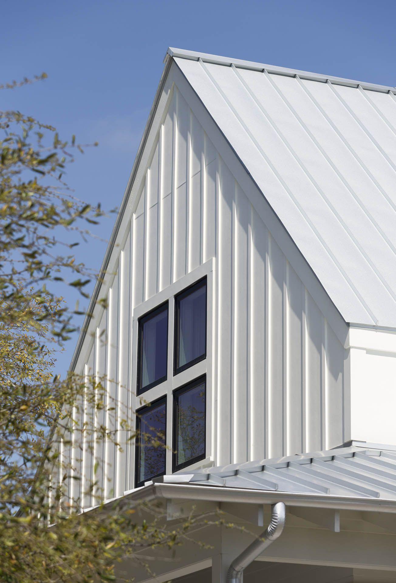Farmhouse Roof Exterior Farmhouse With Vertical Metal Roof Vertical Metal Roof Beige Siding Jpg Metal Roof Houses Cottage House Exterior Metal Building Homes