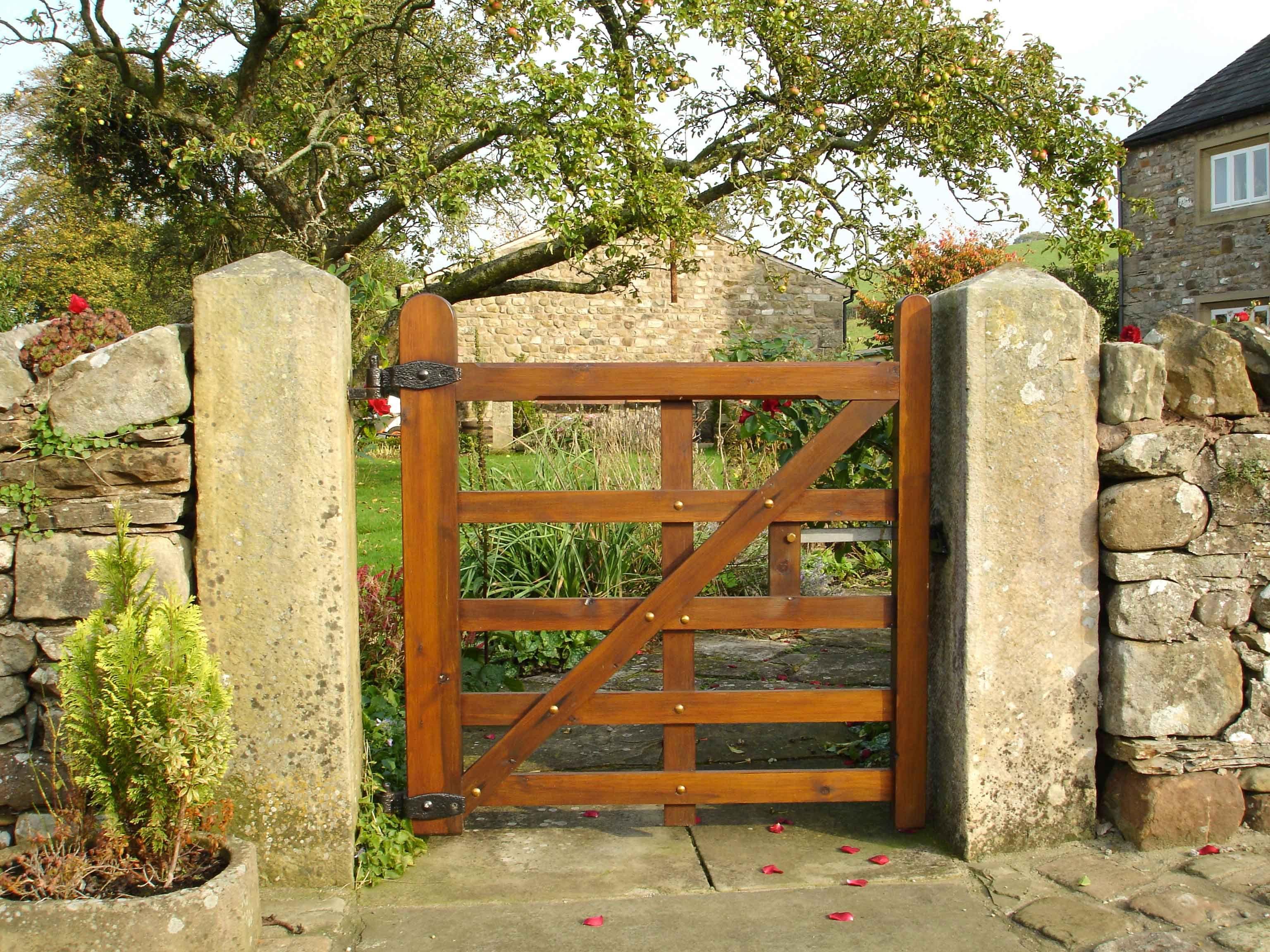 garden gate 7 garden gate photos 20 beautiful garden gate ideas