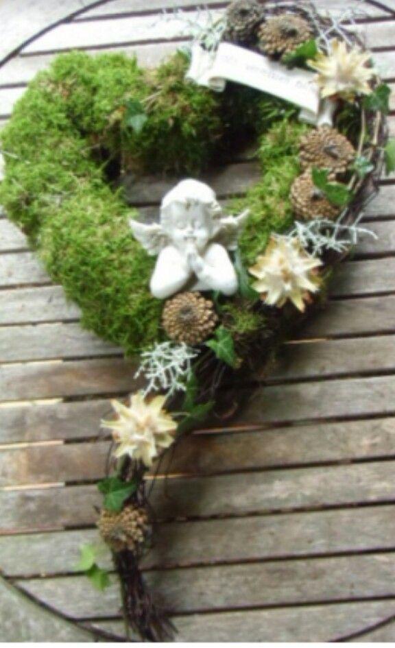 Moosherz mit engel funeral arragements pinterest for Grabgestecke selber machen fotos