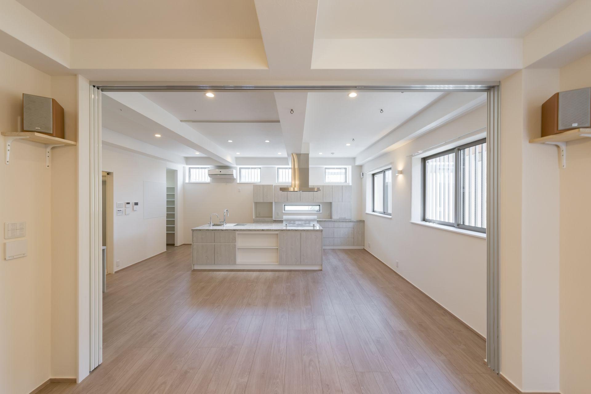 2世帯住宅 ホームエレベーターのある家 ステンドグラス Ironhomes Design アイアンホームズ 名古屋 重量鉄骨造 外断熱 高気密 遮熱 デザイン 家 鉄骨 デザイン
