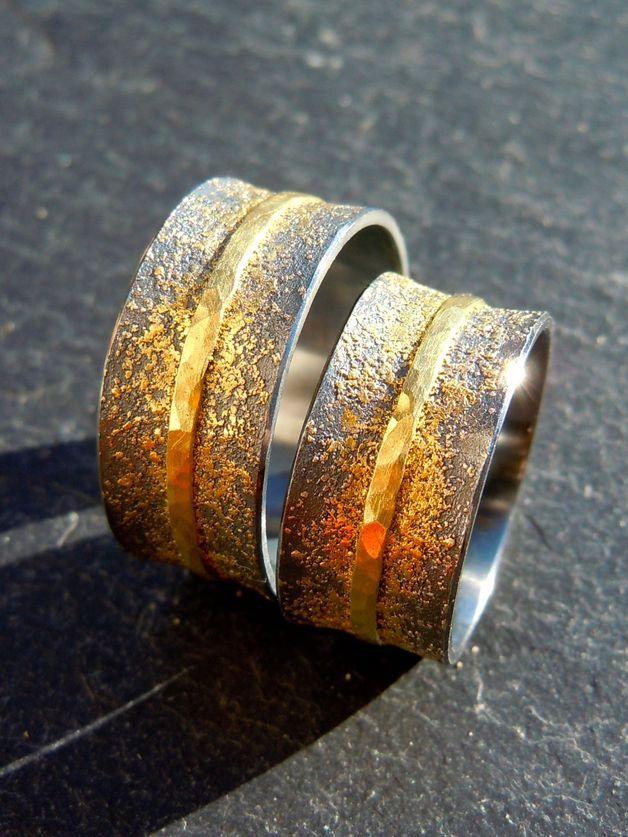 Handgemachte Eheringe mit Gold geschwärzt
