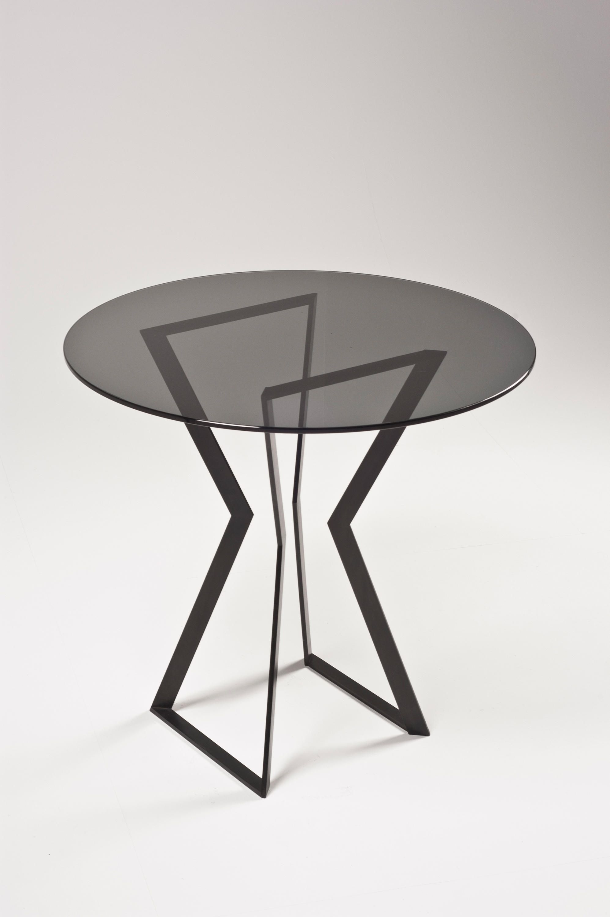 Noir Dining Table Cafeteria Tables From Farrah Sit Architonic