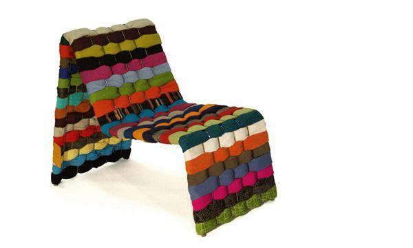 T-Shirt Chair เก้าอี้เก๋ดีไซน์สวยจากเสื้อผ้าที่ไม่ได้ใช้แล้วในตู้ของคุณ