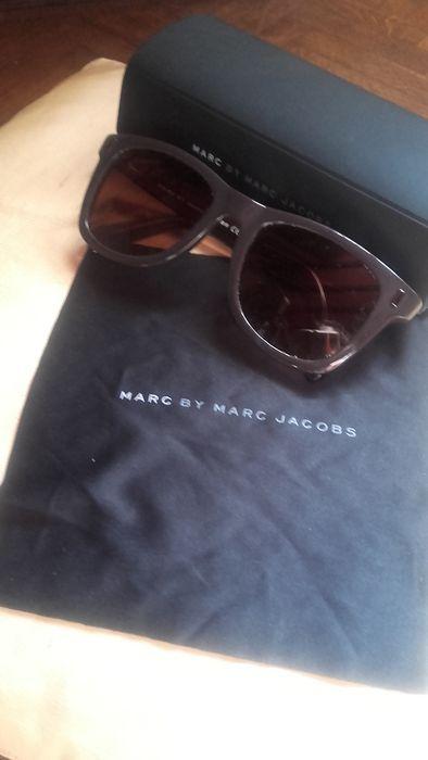 820fa1436e En ce moment aux enchères  Catawiki  Marc Jacobs - Lunettes de soleil dans  son étui
