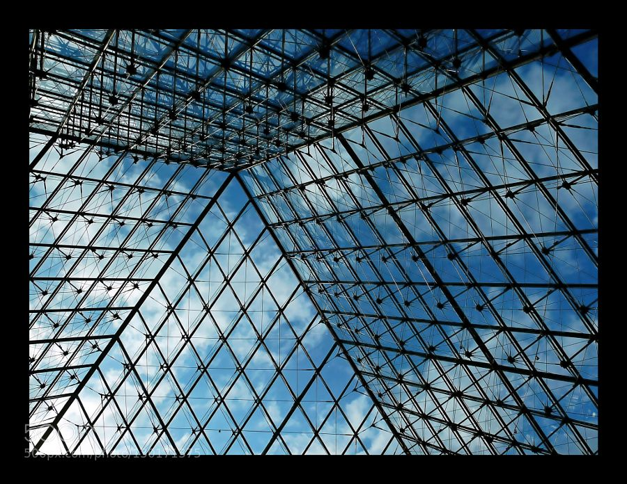 pyramide du louvre intrieur by philtour