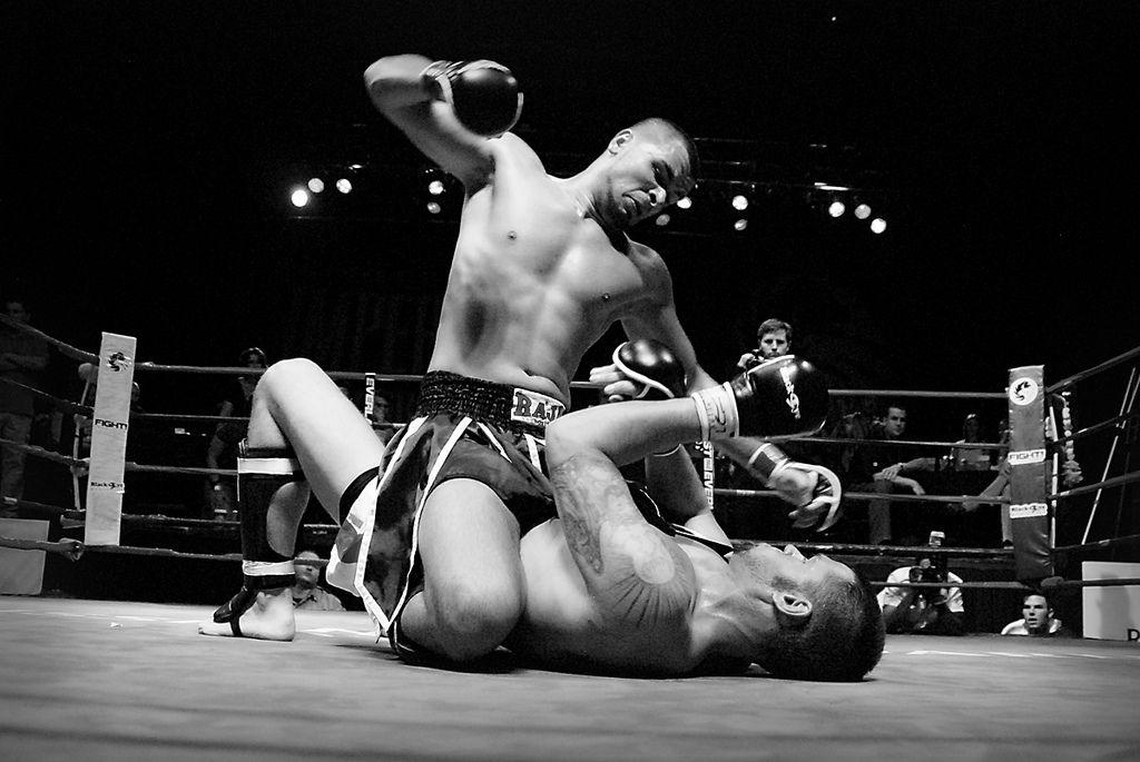En la pelea constante que puede representar la depresión, la persona puede ser tanto el luchador recibiendo bastantes golpes y caer fuertemente como también puede ser el luchador que da los golpes, aquel que logra derrotar a su oponente (en este caso la enfermedad).