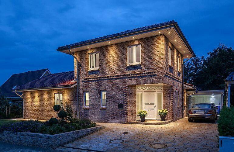 Stadtvilla geklinkert Dachkasten mit LED Zaunmüller