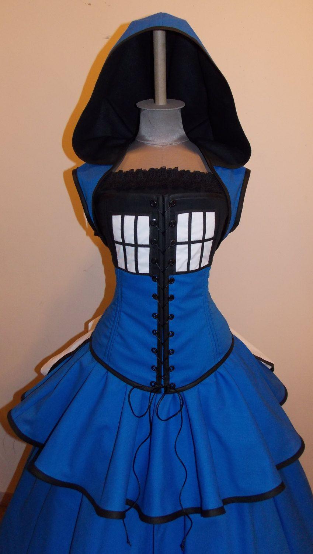 TARDIS -  Blue, Black, and White Full Bustle Gown Costume - @Suzanne Boon Ik dacht dat jij deze wel zou appreciëren =)