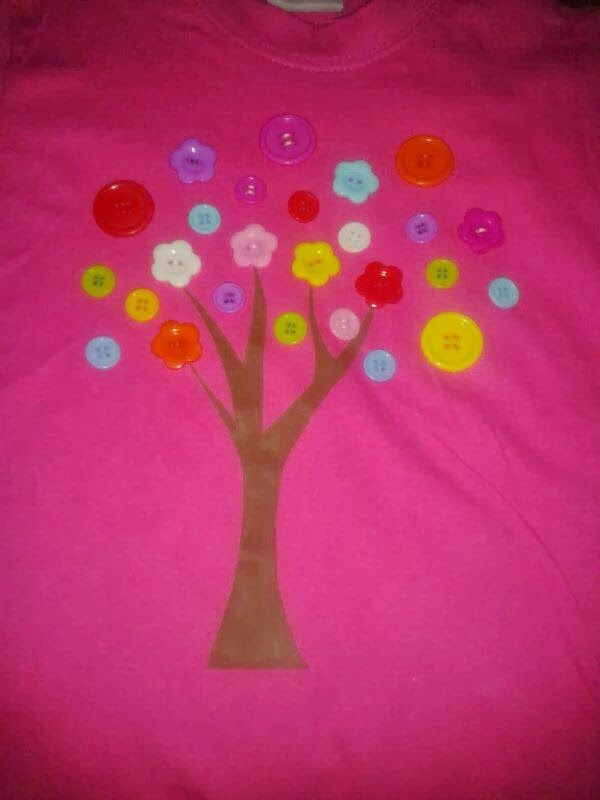 Camiseta  Niños árbol Botones Pintado a mano T-Shirt Kids Tree Bottons Hanpainted http://creacionzgz.blogspot.com.es/