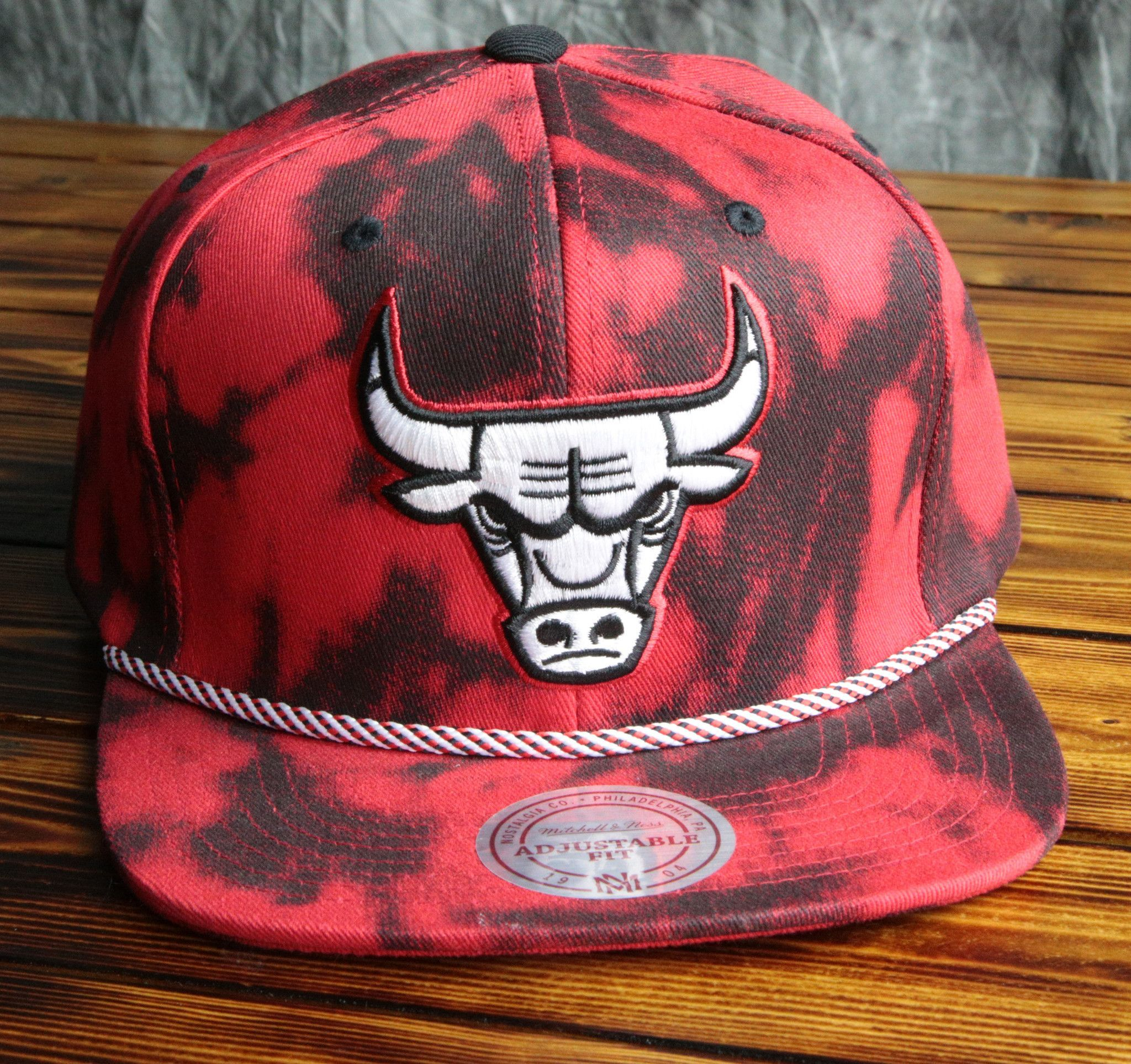 0f29712d26e Chicago Bulls Mitchell   Ness Denim Back Snapback Hat