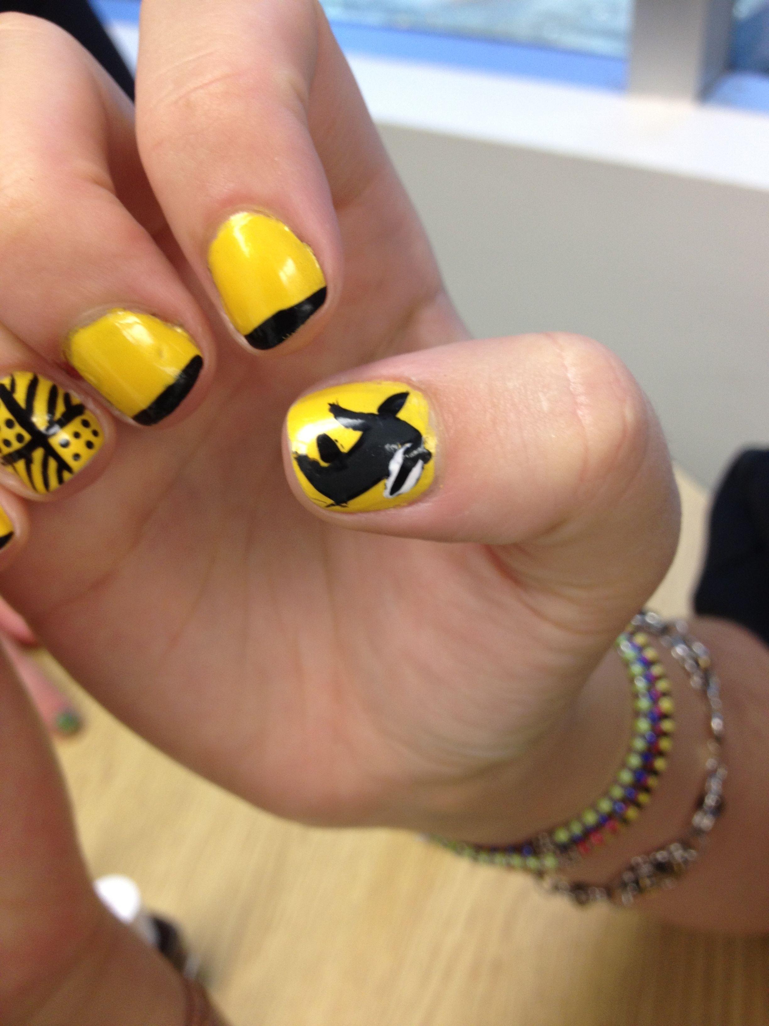 Hufflepuff nails
