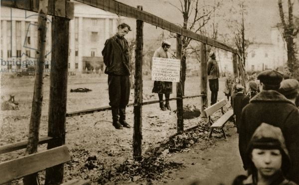 'We are partisans who shot at German soldiers', reads the writing on the board hung up by the Latvian SS in the streets of Minsk