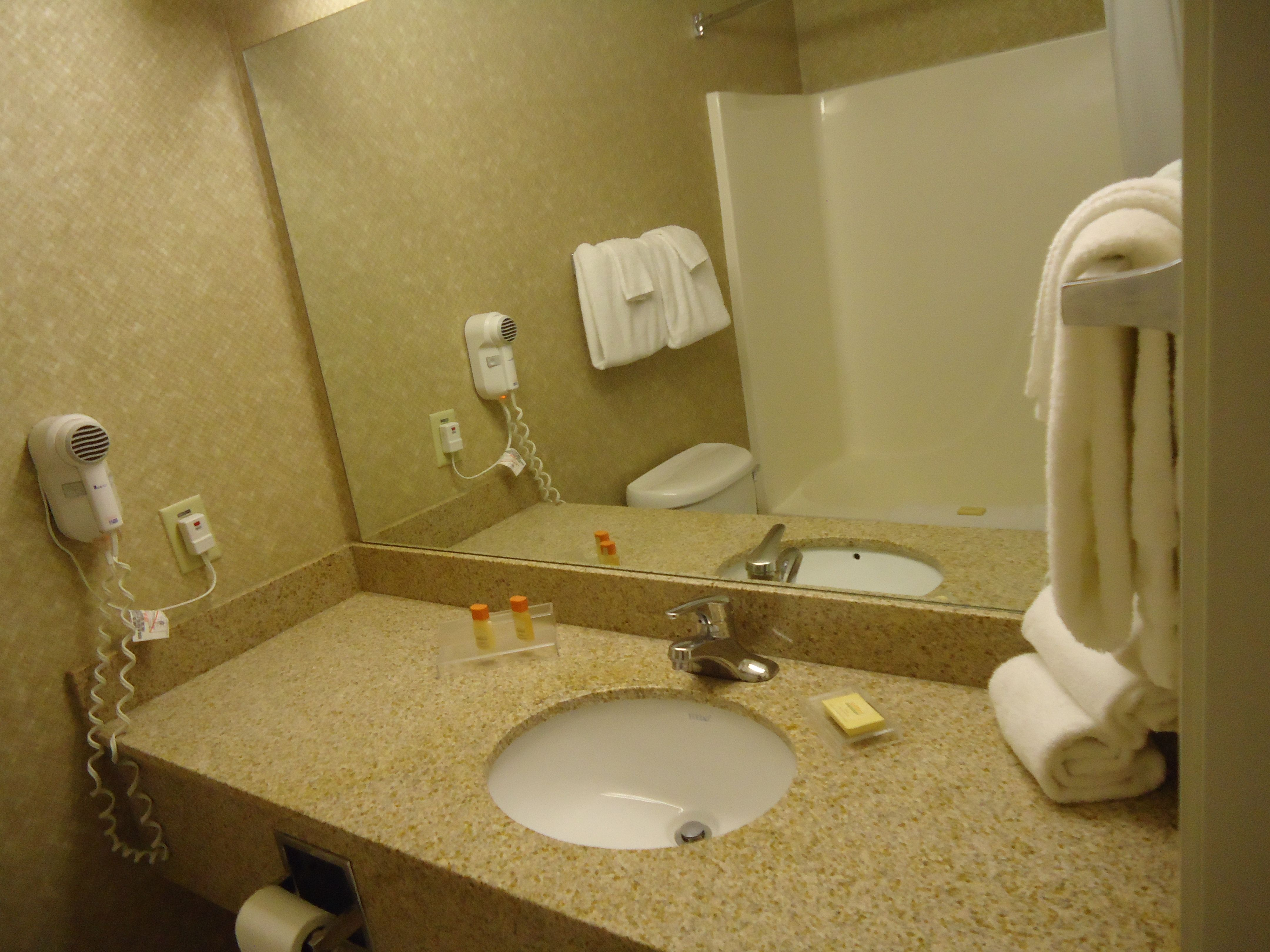 Bath Tub, Hairdryer, Shower, Sink | Accommodation & dining at Super ...