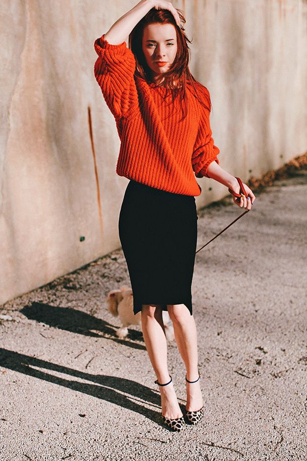 Black pencil skirt and red chunky sweater // 9,5 chic