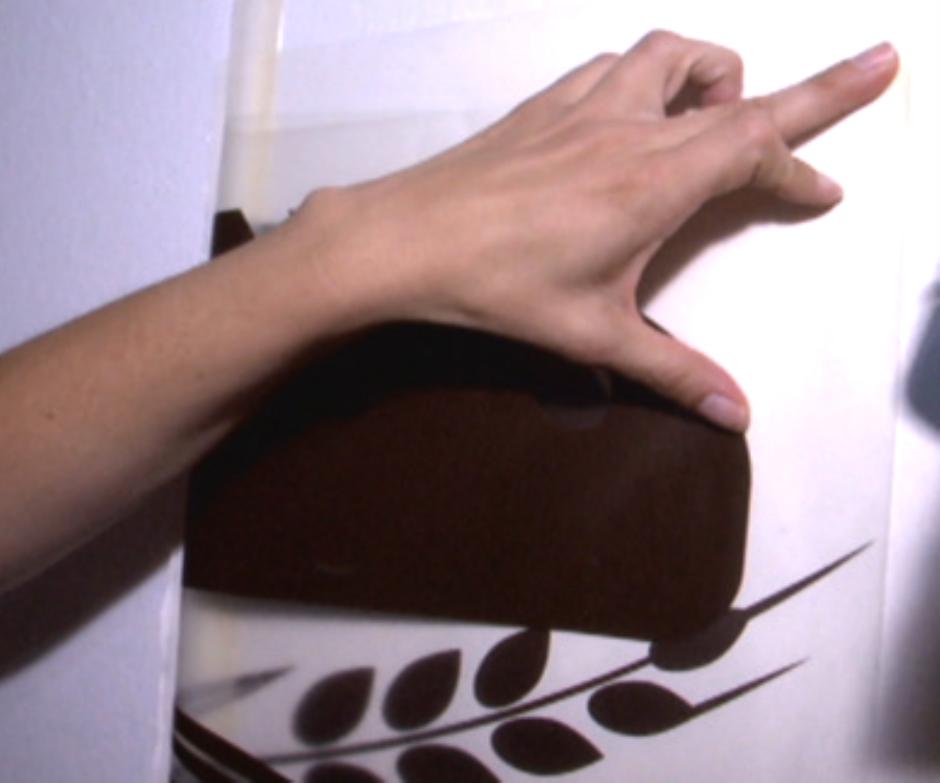 Decore su pared con diseños de vinilo.  Estas calcomanías personalizadas se han puesto muy de moda.