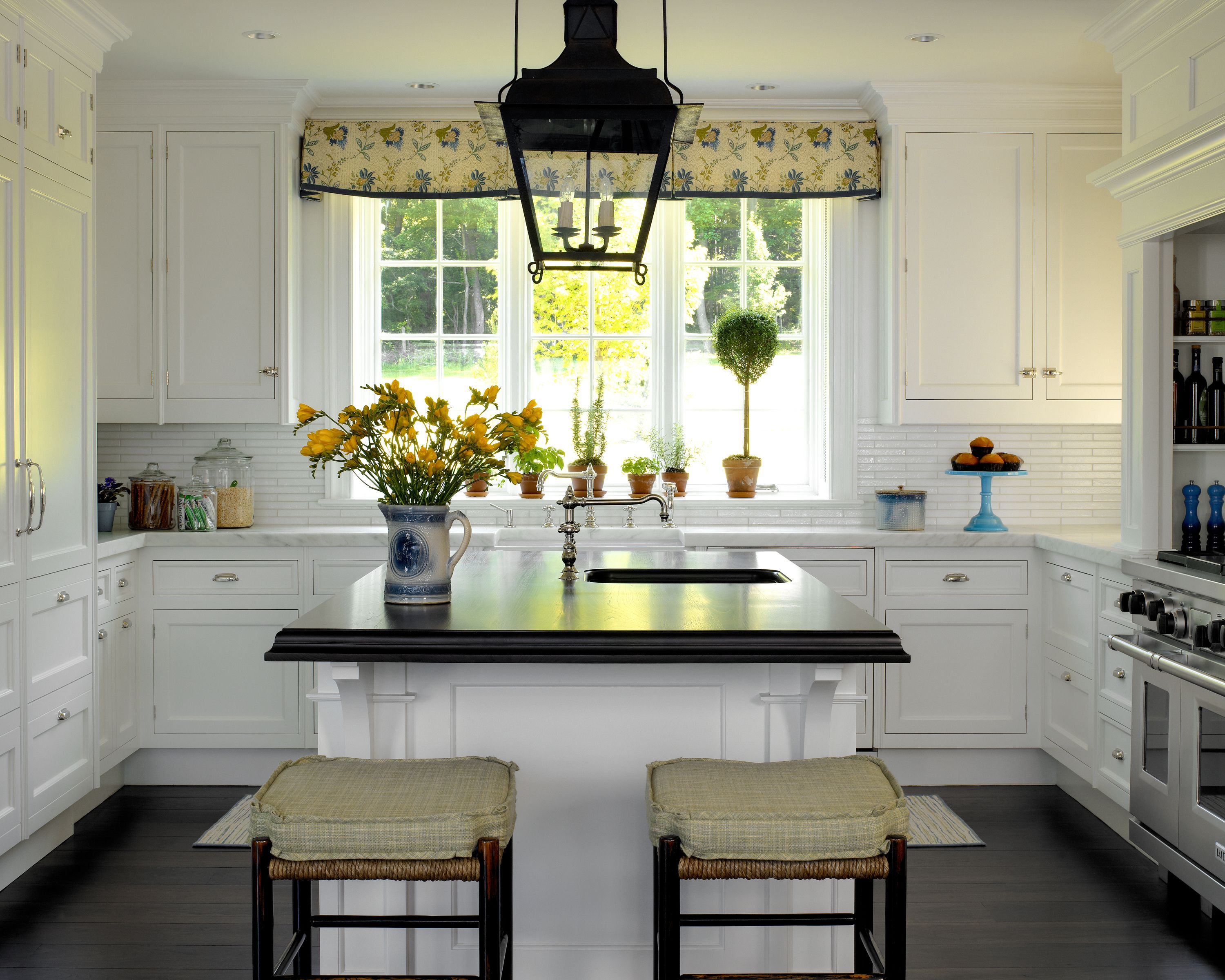 Colonial Style Kitchen With White Cabinetry Blue Yellow Accents Scott Sanders Kitchen Decor Colonial Home Decor New Kitchen