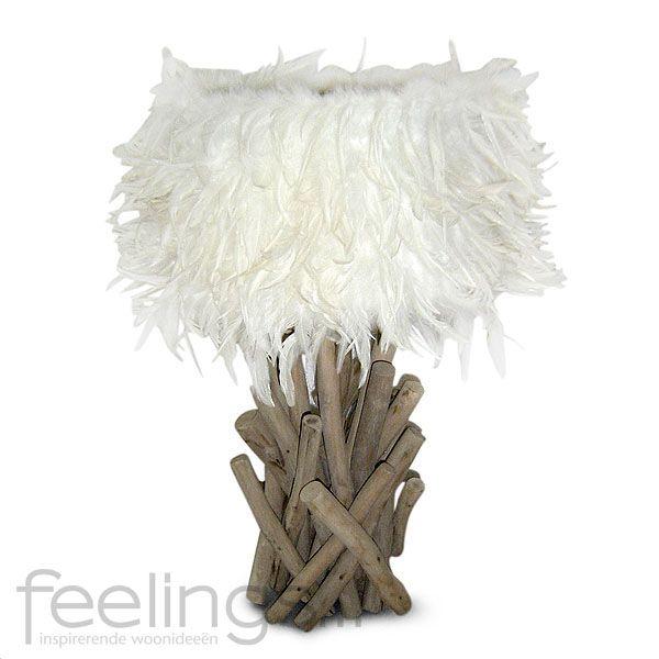 Tafellamp teak houten voeten en trendy veren kap.
